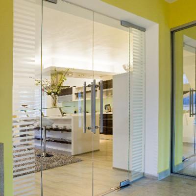 Kývne sklenené dvere – dvojkrídlové
